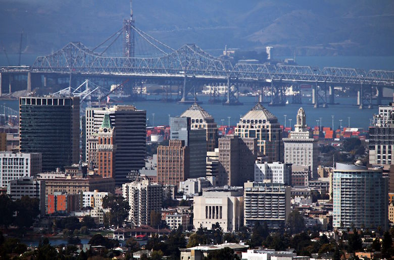 oakland_ca_usa_-_skyline_and_bridge